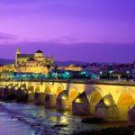 Ponte Romana sobre o rio Guadalquivir e A Grande Mesquita, Córdoba, Espanha